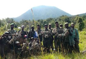 Mikeno rangers with snares they collected during a patrol in January 2009 (© IGCP)