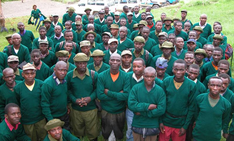 Rangers of the Kahuzi-Biega National Park with new sweaters (© Carlos Schuler)