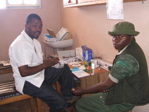 A ranger has his EHP health check (© MGVP)