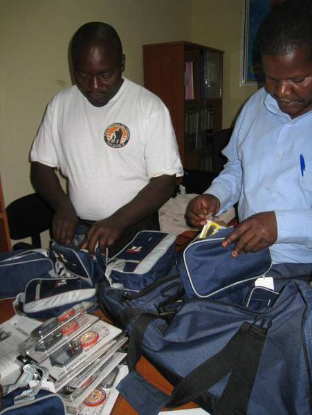 Our assistant Claude Sikubwabo hands over compasses and GPS devices to the ICCN (© Claude Sikubwabo)